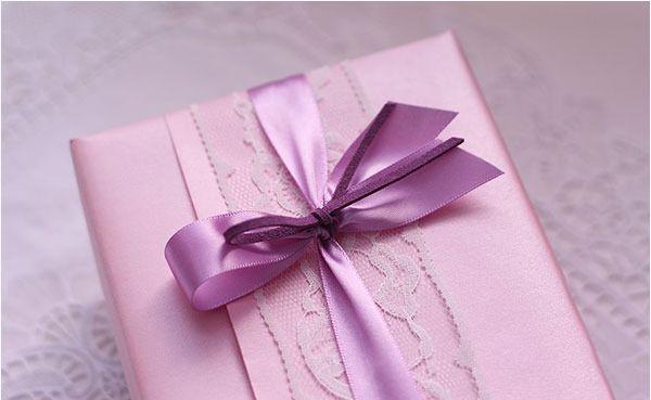 Cách gói quà hình chữ nhật CỰC ĐẸP mà đơn giản cho cô nàng vụng về
