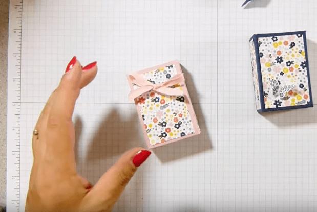 """Cách làm hộp quà đưng bánh ĐẸP ái nhìn cũng """"Lác Mắt"""""""