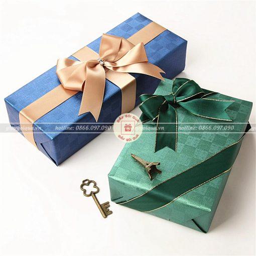 Giấy gói quà cao cấp kẻ ô vuông