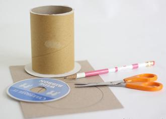 Nguyên liệu chuẩn bị gói quà sinh nhật bằng lõi giấy