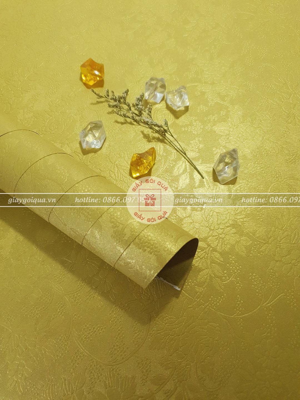Giấy gói quà, bọc quà cao cấp vân hoa nổi màu vàng