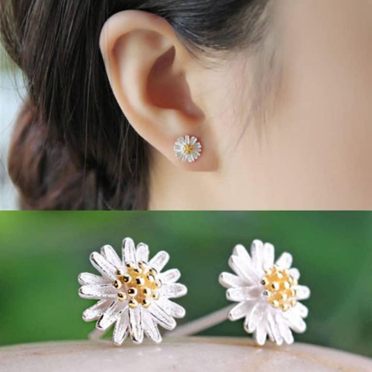 Hoa tai là trang sức mà các phái đẹp sử dụng thường xuyên