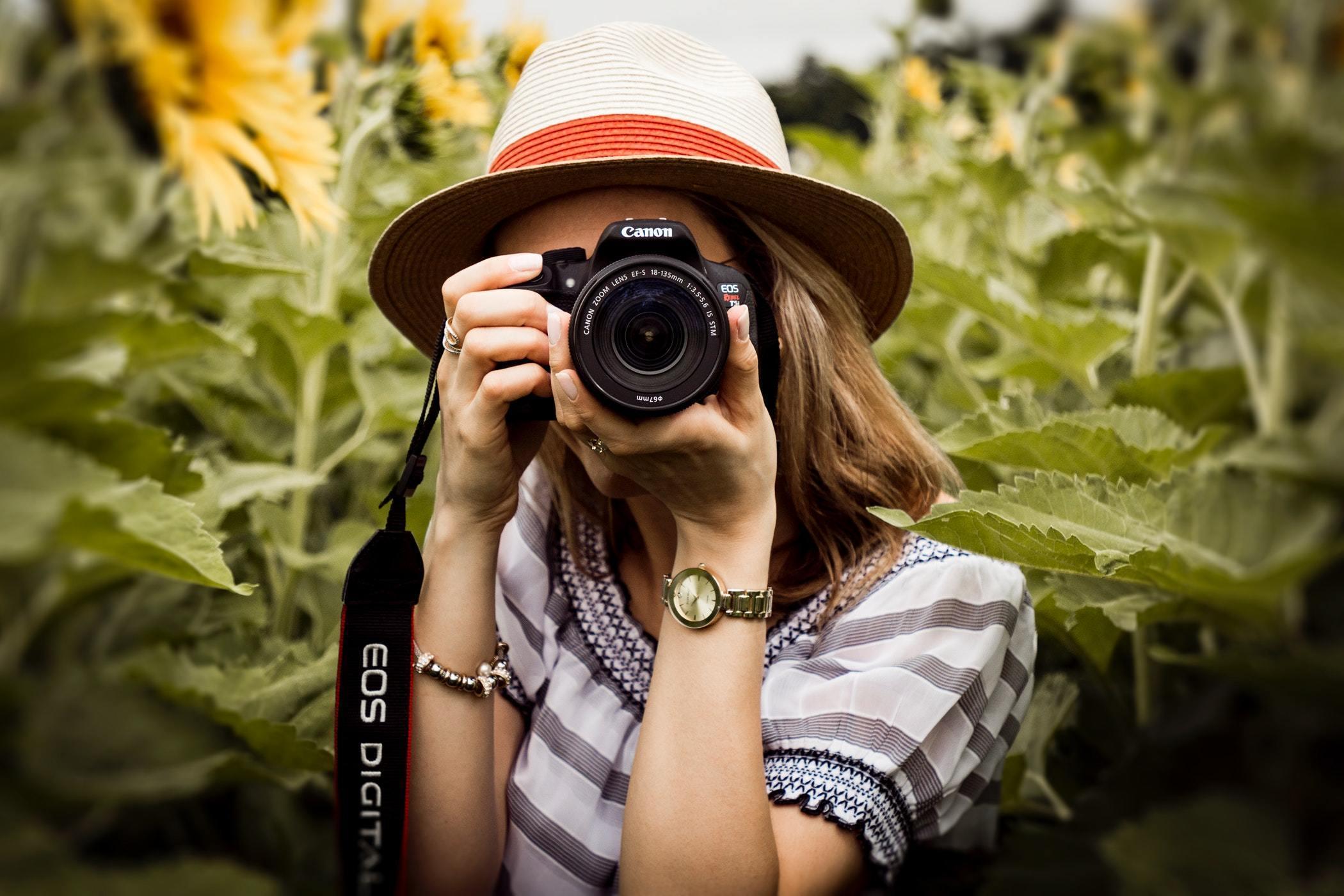 Chiếc máy ảnh nhỏ nhắn