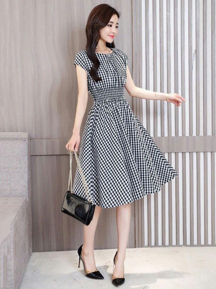 Váy áo là món quà khiến nhiều chị em hài lòng và hạnh phúc khi được tặng