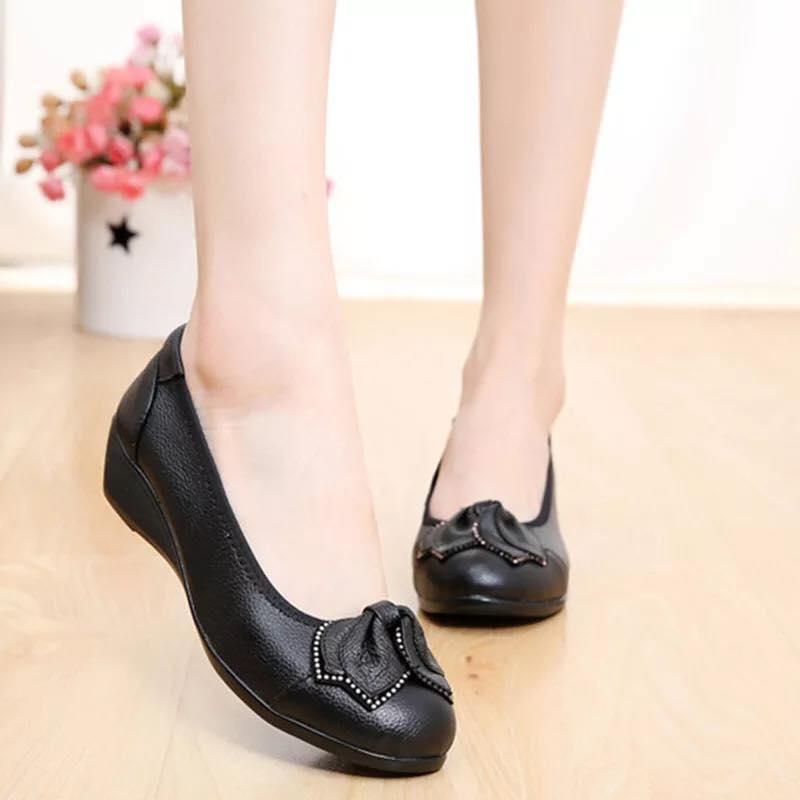 Giày đế mềm đơn giản, thoải mái cho mẹ