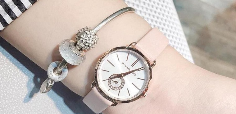 Đồng hồ đeo tay tặng bạn gái