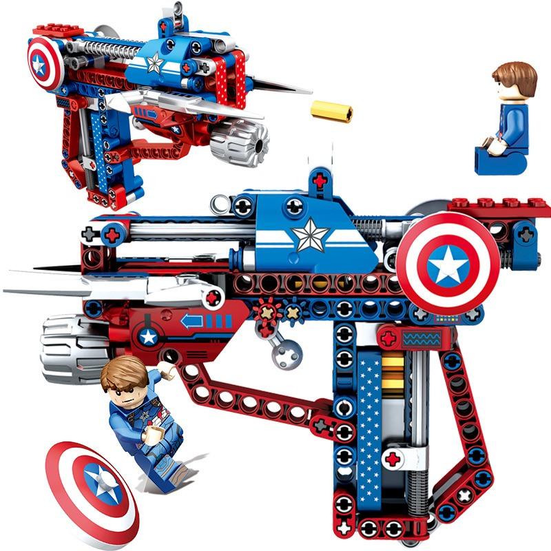 Những bộ xếp hình siêu nhân luôn hấp dẫn các bé trai.