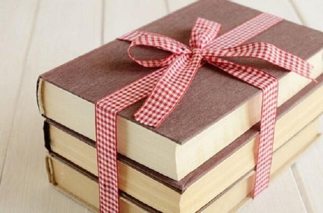 TOP 50+ món quà tặng bạn thân Ý nghĩa và Lầy Lội nhất