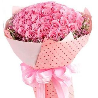 Món quà tặng dễ thương đầu tiên không thể thiếu những bông hoa