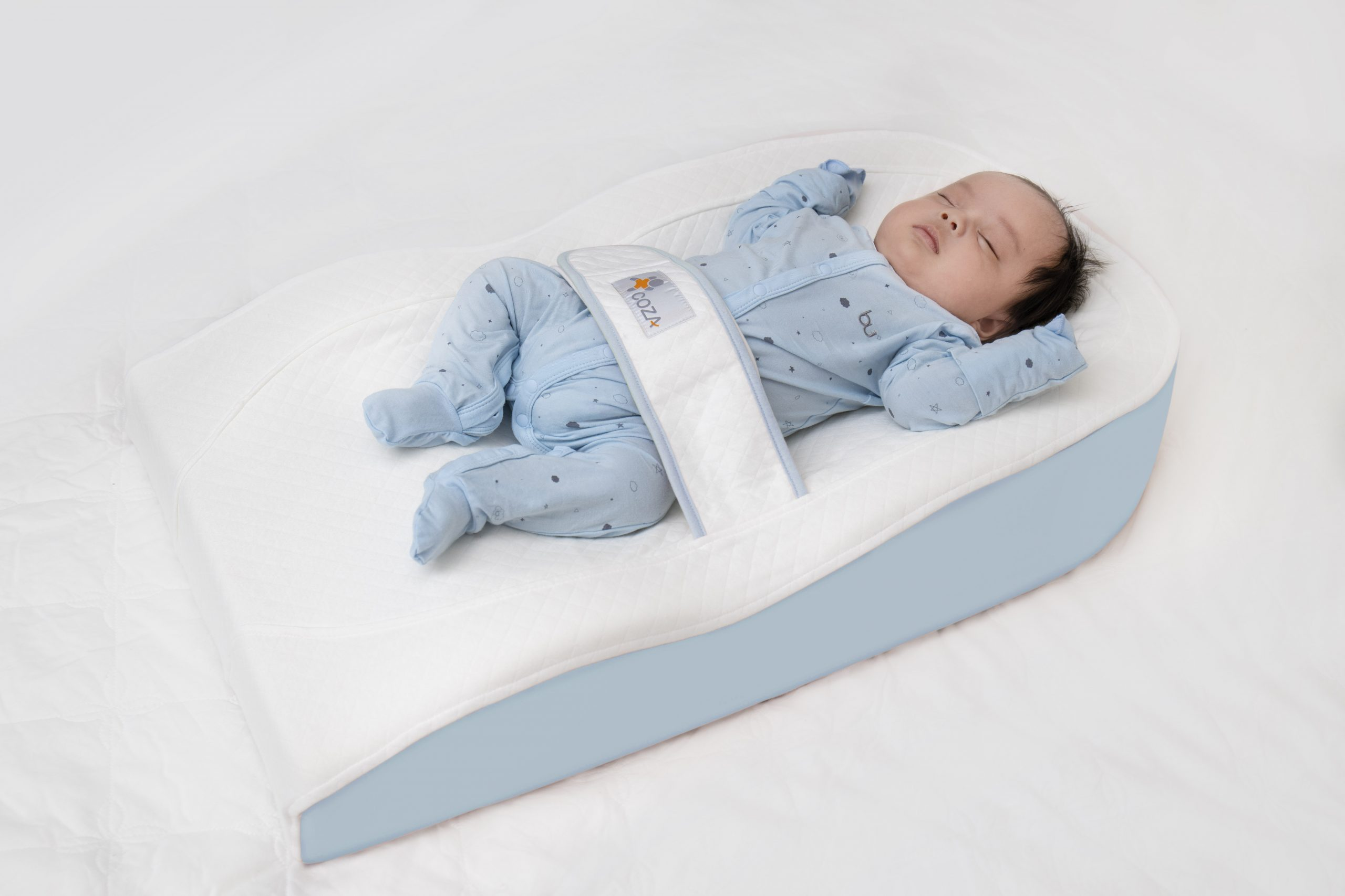 Quà tặng em bé mới sinh là chiếc đệm nằm chống trào ngược cho bé