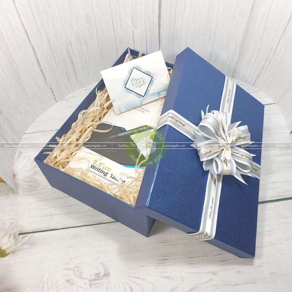 Hộp quà tặng sang trọng site 30x20x10cm – HQ31